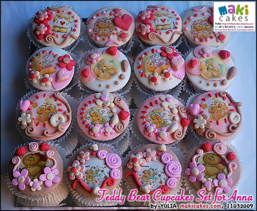 teddy-bear-cupcakes-set-for-anna-maki-cakes