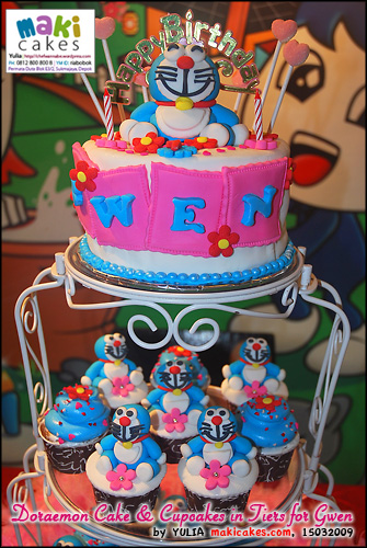 doraemon-cake-cupcakes-in-tiers-for-gwen-maki-cakes
