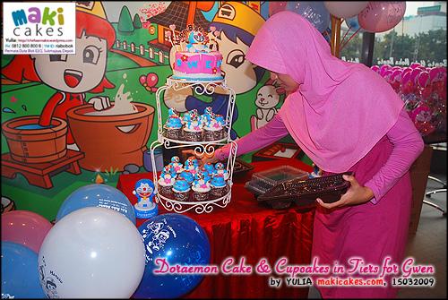 doraemon-cake-cupcakes-in-tiers-for-gwen__-maki-cakes