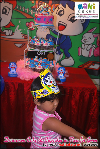 doraemon-cake-cupcakes-in-tiers-for-gwen___-maki-cakes