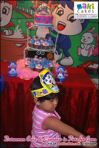 doraemon-cake-cupcakes-in-tiers-for-gwen___-maki-cakes