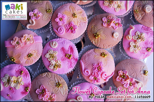 flower-cupcake-set-for-anna_-maki-cakes
