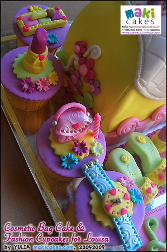 Cosmetic Bag Cake & Fashion Cupcakes for Louisa_ - Maki Cakes