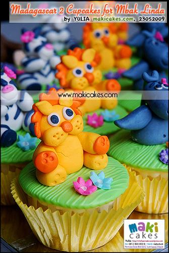 Madagascar 2 Cupcakes for Mbak Linda_ Lion - Maki Cakes