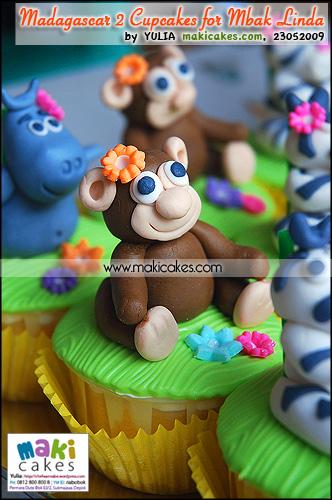 Madagascar 2 Cupcakes for Mbak Linda_ Monkey - Maki Cakes
