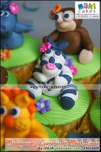 Madagascar 2 Cupcakes for Mbak Linda_ Zebra - Maki Cakes