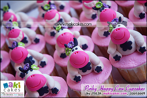 Pinky Happy Cow Cupcakes__ - Maki Cakes