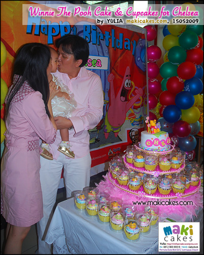 Winnie The Pooh Cake & Cupcakes for Chelsea_ - Maki Cakes