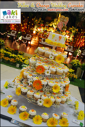 Yellow & Orange Umbrella Wedding Cupcakes - Maki Cakes