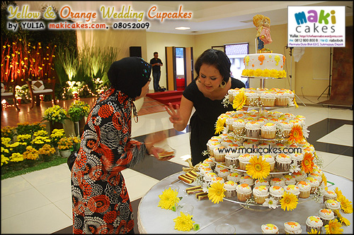 Yellow & Orange Umbrella Wedding Cupcakes__ - Maki Cakes