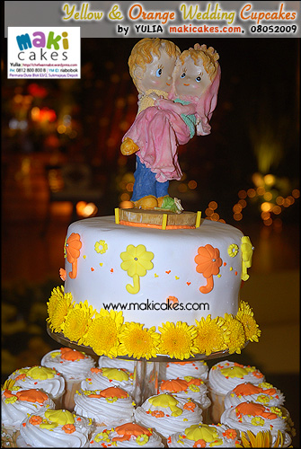 Yellow & Orange Umbrella Wedding Cupcakes_top cake - Maki Cakes