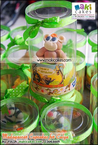 Madagascar Cupcakes for Calya - Maki Cakes