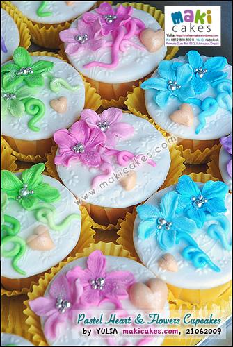 Pastel Flowers Cupcakes - Maki Cakes