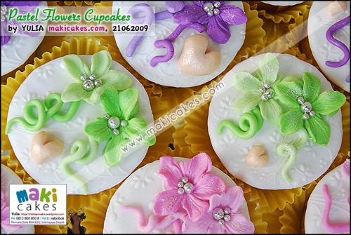 Pastel Flowers Cupcakes_ - Maki Cakes