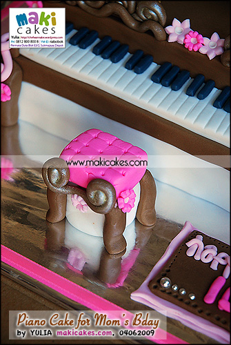 Piano Cake for Mom's Bday_chair - Maki Cakes