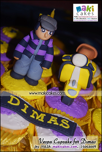 Vespa Cupcakes for Dimas_ - Maki Cakes