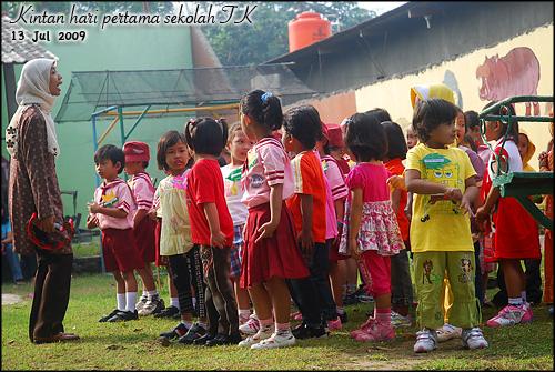 1 Kintan Hari Pertama di TK- ga mau baris