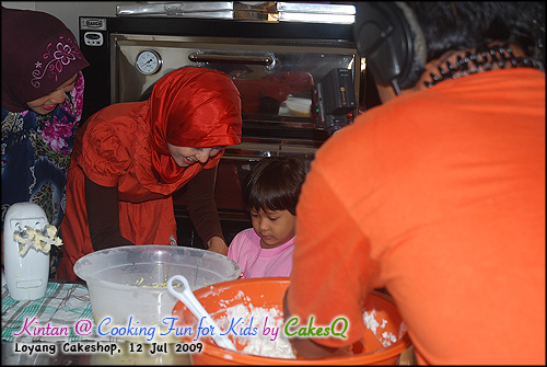 2-Kintan mecahin telur @ Cooking Fun For Kids