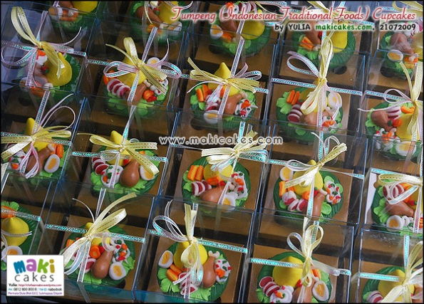 Tumpeng (Indonesian Traditional Food) Cupcakes - Maki Cakes