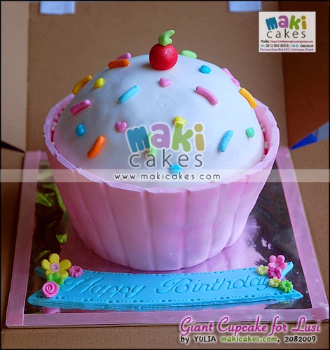 Giant Cupcake for Lusi - Maki Cakes