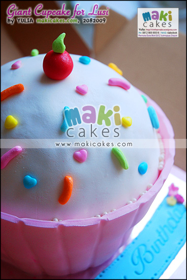 Giant Cupcake for Lusi_ - Maki Cakes