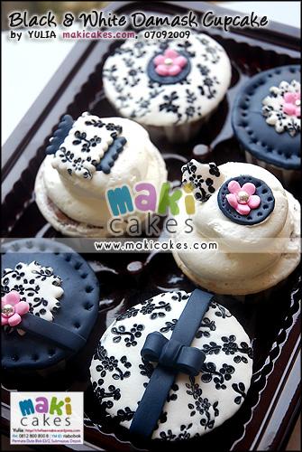 Black & White Damask Cupcakes_ - Maki Cakes