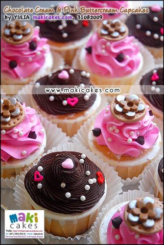 Chocolate Cream & Pink Buttercream Cupcakes mba Irine - Maki Cakes
