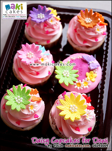 Daisy Cupcakes for Dewi - Maki Cakes