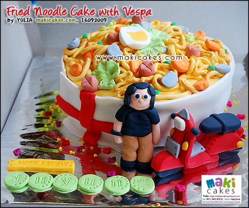 Fried Noodle Cake with Vespa - Maki Cakes